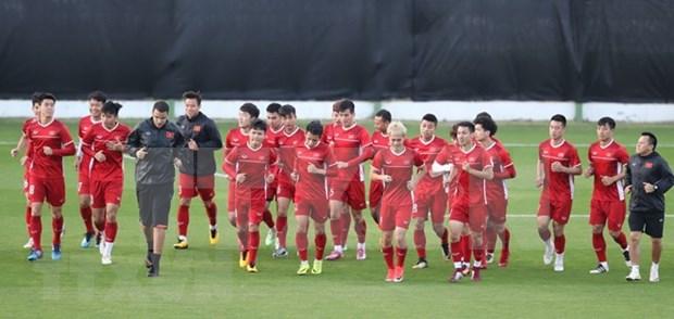 Estimula premier vietnamita al equipo nacional de futbol antes de su partido decisivo contra Yemen hinh anh 1