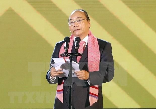 Exhorta premier vietnamita a la preservacion y promocion de productos de brocado hinh anh 1