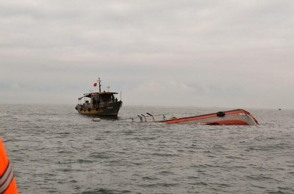 Rescatan en Vietnam a marineros filipinos accidentados en el mar hinh anh 1