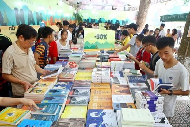 Casi tres millones de personas visitaron en 2018 la Calle del Libro en Ciudad Ho Chi Minh hinh anh 1