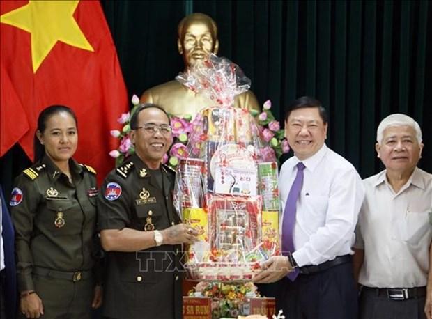 Fortalecen Fuerzas Armadas de Vietnam y Camboya relaciones de amistad hinh anh 1