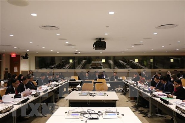 Debaten altos funcionaros de la ASEAN preparativos para Reunion de Cancilleres hinh anh 1