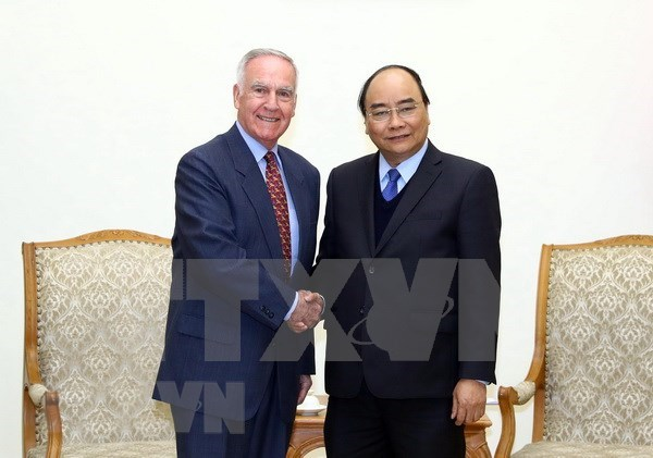 Premier recibe al primer embajador estadounidense en Vietnam hinh anh 1