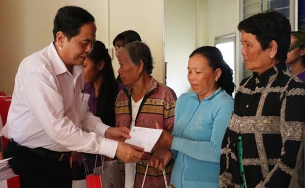 Dirigente de Frente de Patria de Vietnam visita provincia surena de An Giang en visperas del Tet hinh anh 1