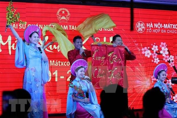 Realizan artistas vietnamitas presentaciones en Rusia con motivo del Tet hinh anh 1