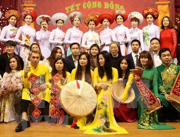 Celebran trabajadores vietnamitas en Corea del Sur el Ano del Cerdo hinh anh 1