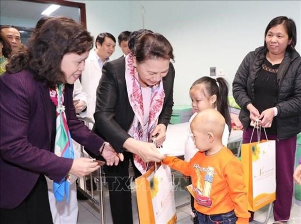 Presidenta parlamentaria de Vietnam destaca importancia de prestar mayor apoyo a ninos con cancer hinh anh 1