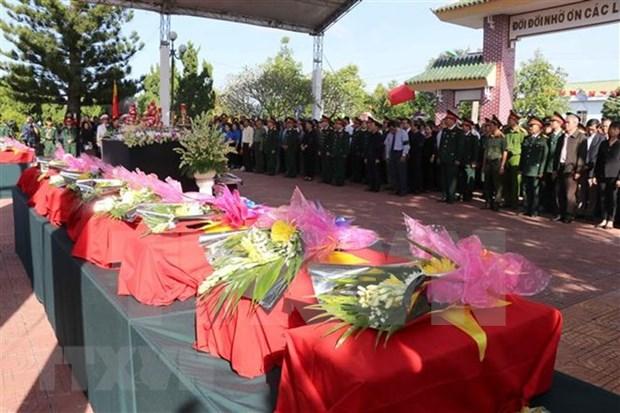 Realizan en Vietnam acto para el entierro de martires caidos en defensa de la frontera hinh anh 1
