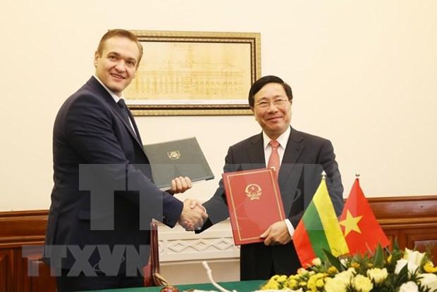 Firman Vietnam y Lituania acuerdo de exencion del visado para diplomaticos hinh anh 1