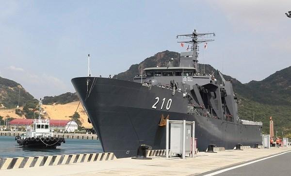 Inicia visita a Vietnam buque de las Fuerzas Navales de Singapur hinh anh 1