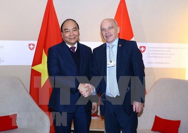 Concluye Premier de Vietnam agenda en Davos hinh anh 1