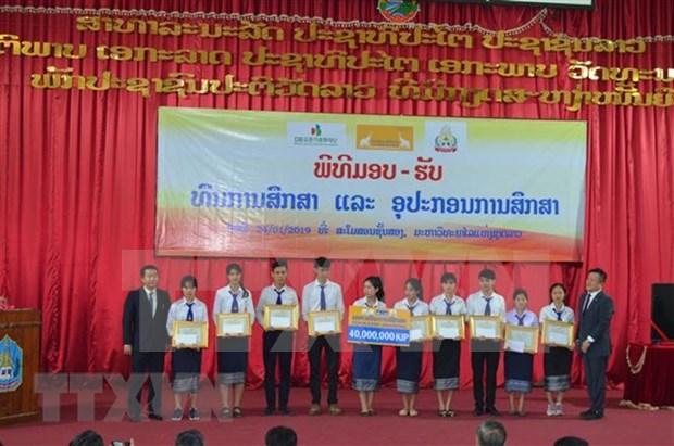 Otorga empresa vietnamita becas a estudiantes en Universidad Nacional de Laos hinh anh 1