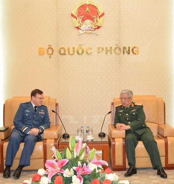 Promueven Vietnam y Canada cooperacion en defensa hinh anh 1
