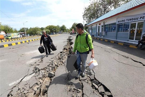 Terremoto de 6,2 grados sacude provincia indonesia de Molucas hinh anh 1