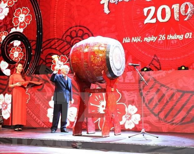 Casi mil vietnamitas residentes en exterior asisten al programa anual en bienvenida al Tet hinh anh 1