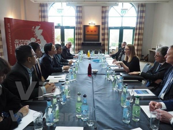 Perspectivas de cooperacion educativa entre Vietnam y Reino Unido hinh anh 1