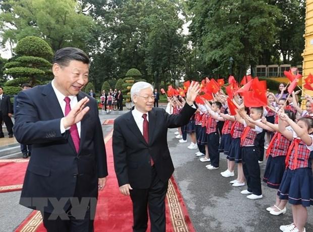Lideres vietnamitas y chinos intercambian felicitaciones por Ano Nuevo Lunar hinh anh 1