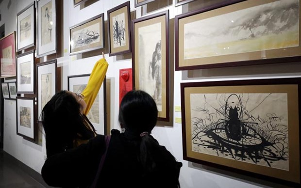Exposicion en Hanoi resalta valores de materiales tradicionales hinh anh 1