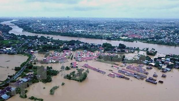 Crece el numero de victimas por inundaciones y deslizamientos de tierra en Indonesia hinh anh 1