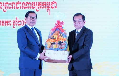 Dirigentes de provincias de Camboya felicitan a Tay Ninh por ano nuevo hinh anh 1