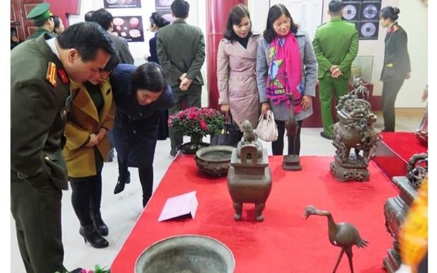 Realizan exposicion de antiguedades de region fronteriza vietnamita hinh anh 1