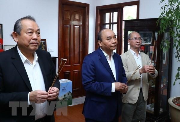 Premier vietnamita rinde homenaje a difuntos lideres del Partido y del Estado hinh anh 1