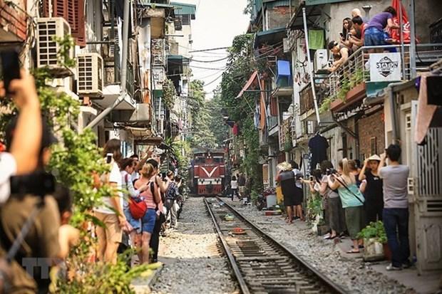 Recibe Hanoi a mas de dos millones 400 mil turistas en enero hinh anh 1