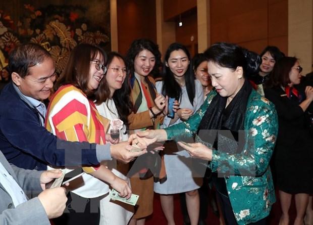 Presidenta de la Asamblea Nacional de Vietnam se reunio con el personal de Oficina Parlamentaria con motivo del Tet hinh anh 1