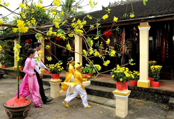 Recrean en Hanoi practicas tradicionales en saludo a Tet hinh anh 1