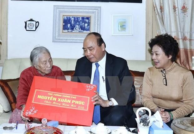 Premier de Vietnam destaca aportes de los ex lideres del Partido y del Estado hinh anh 1