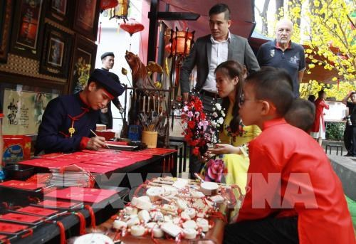 Calle de Caligrafia de Ciudad Ho Chi Minh atrae atencion del publico hinh anh 1