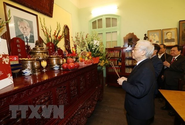 Maximo dirigente de Vietnam rinde homenaje a sus predecesores hinh anh 1