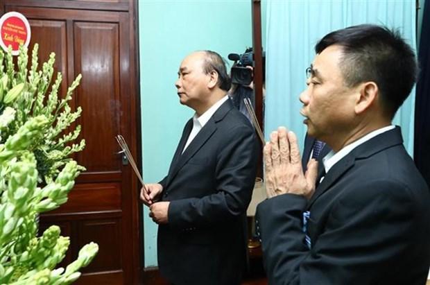 Premier vietnamita ofrece incienso al presidente Ho Chi Minh hinh anh 1