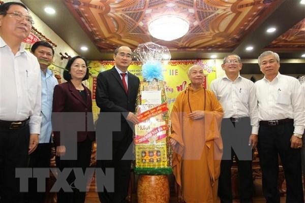 Dirigente de Ciudad Ho Chi Minh felicita a dignatarios religiosos por Tet hinh anh 1