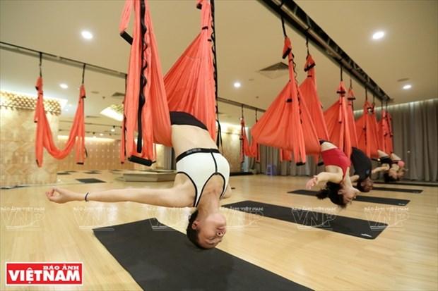 El yoga con cuerda, ejercicio favorito de mujeres en Vietnam hinh anh 1