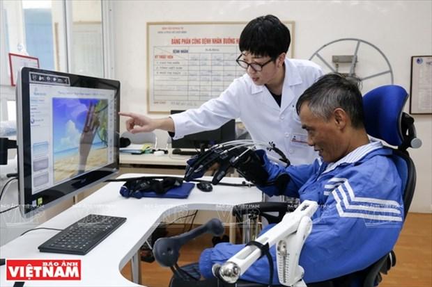 Medico japones acompana a los pacientes vietnamitas hinh anh 1