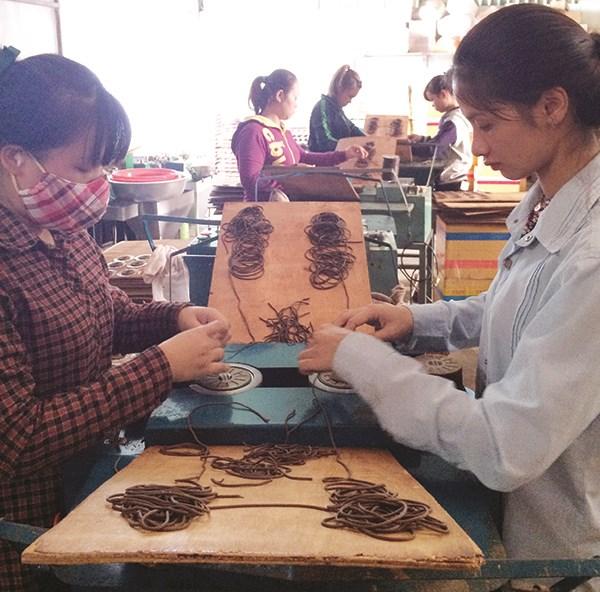 Nhang Thien, incienso con una fragancia natural hecho en Vietnam hinh anh 1