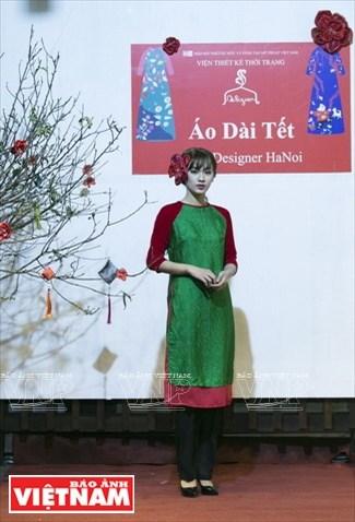 Tunica tradicional Ao dai para las vietnamitas en ocasion del Tet hinh anh 1