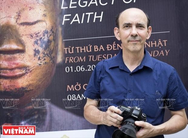 El viaje del fotografo frances a traves de las pagodas de Vietnam hinh anh 1