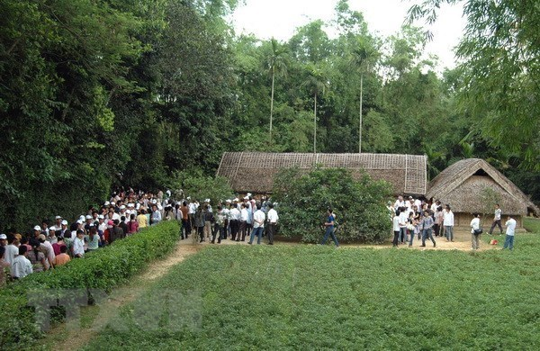 Visitando el pueblo natal del Presidente Ho Chi Minh hinh anh 1