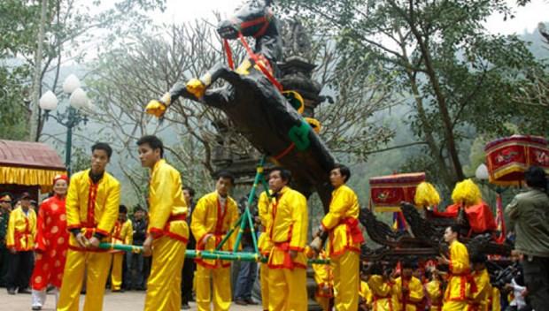 Festival de Giong en el templo Phu Dong y el templo Soc hinh anh 1