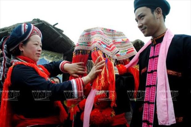 Ceremonia de boda de la etnia Dao rojo en Vietnam hinh anh 1