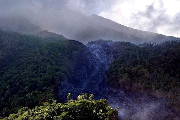 Evacuan en Indonesia a mas de mil personas por erupcion del volcan Karangetang hinh anh 1