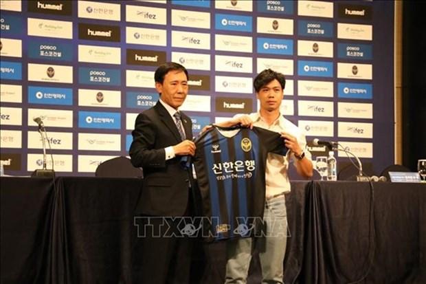 Presenta club surcoreano Incheon United al futbolista vietnamita Cong Phuong como su nuevo fichaje hinh anh 1