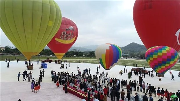 Inauguran en provincia vietnamita Festival Internacional del Aerostato en Dia de los Enamorados hinh anh 1