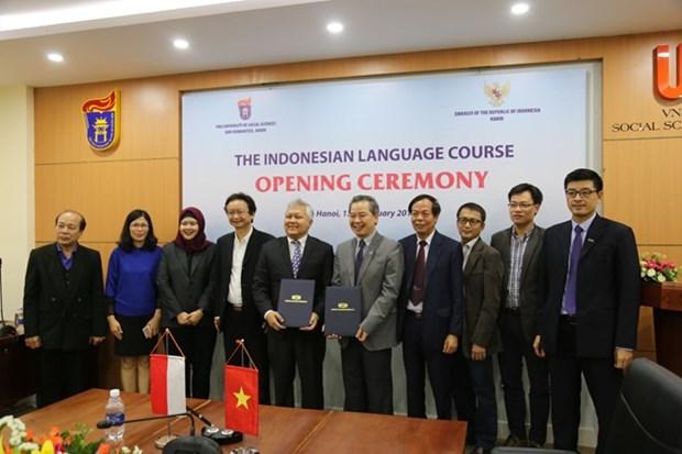 Ensenan idioma indonesio en Universidad Nacional de Vietnam hinh anh 1