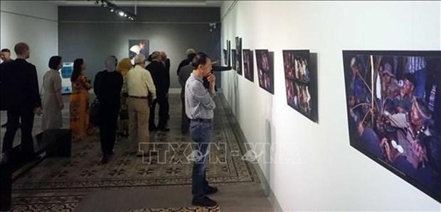 Exhiben en Vietnam fotos de cientifico hungaro sobre la etnia Bru – Van Kieu hinh anh 1