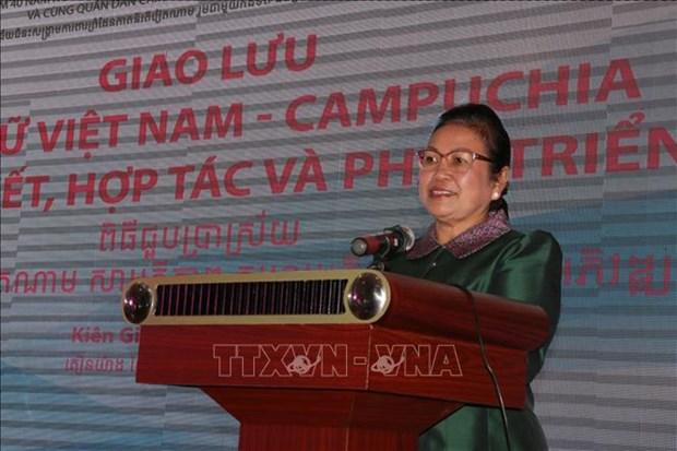 Mujeres vietnamitas y camboyanas trabajan por solidaridad y cooperacion bilateral hinh anh 1