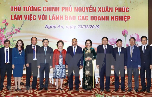 Premier vietnamita destaca papel de inversores en el desarrollo de la provincia de Nghe An hinh anh 1