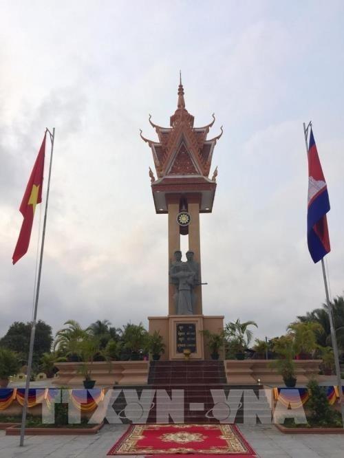 Inauguran Monumento de Amistad con Vietnam en Camboya hinh anh 1